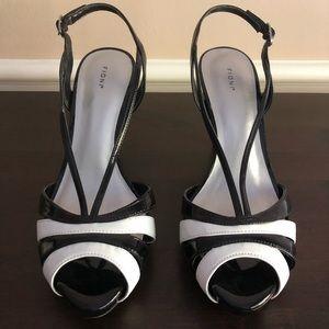 😍 Fabulous Black & White Strappy Heels